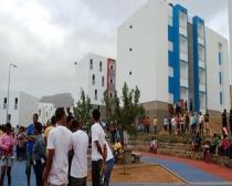 São Vicente: Emanuela recebeu Casa para Todos e chorou de emoção