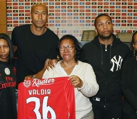Benfica homenageia cabo-verdiano que morreu ao salvar casal no mar