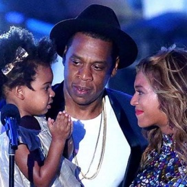 Beyoncé se emociona com a filha e o marido no VMA
