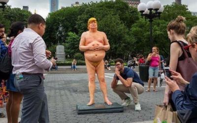 Estatua nua de Donald Trump é sucesso nos EUA